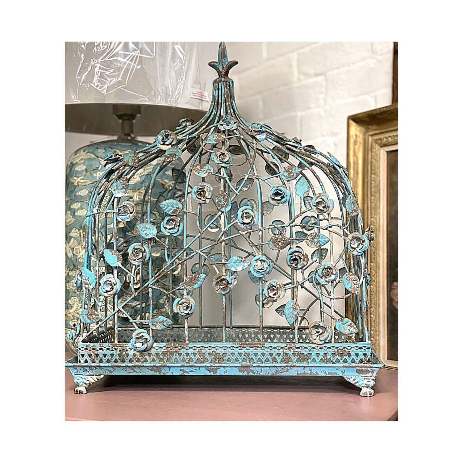 Chippy blue tray with trellis cage.