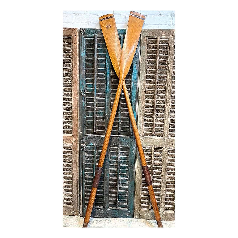 Vintage pair of oars