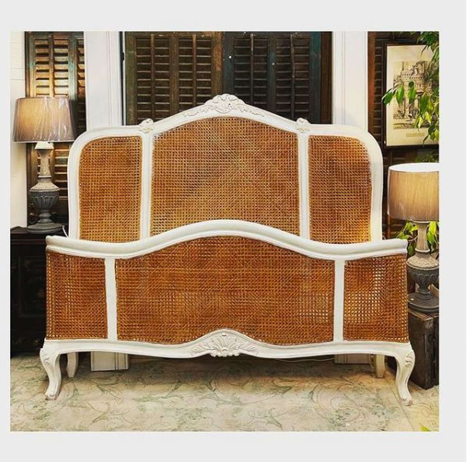 Dreamy bed king size, french style, rattan