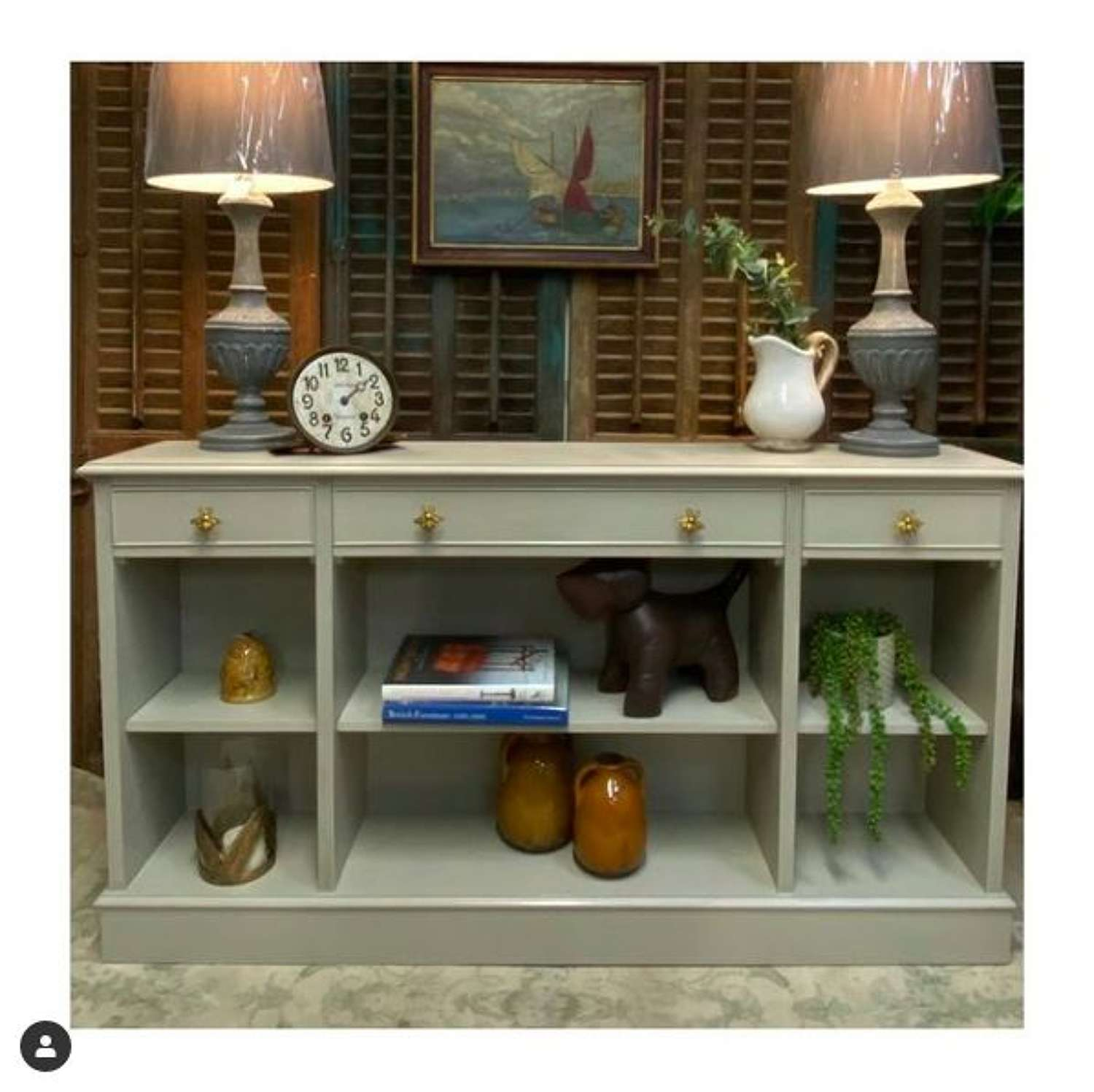 Classic console with open shelves