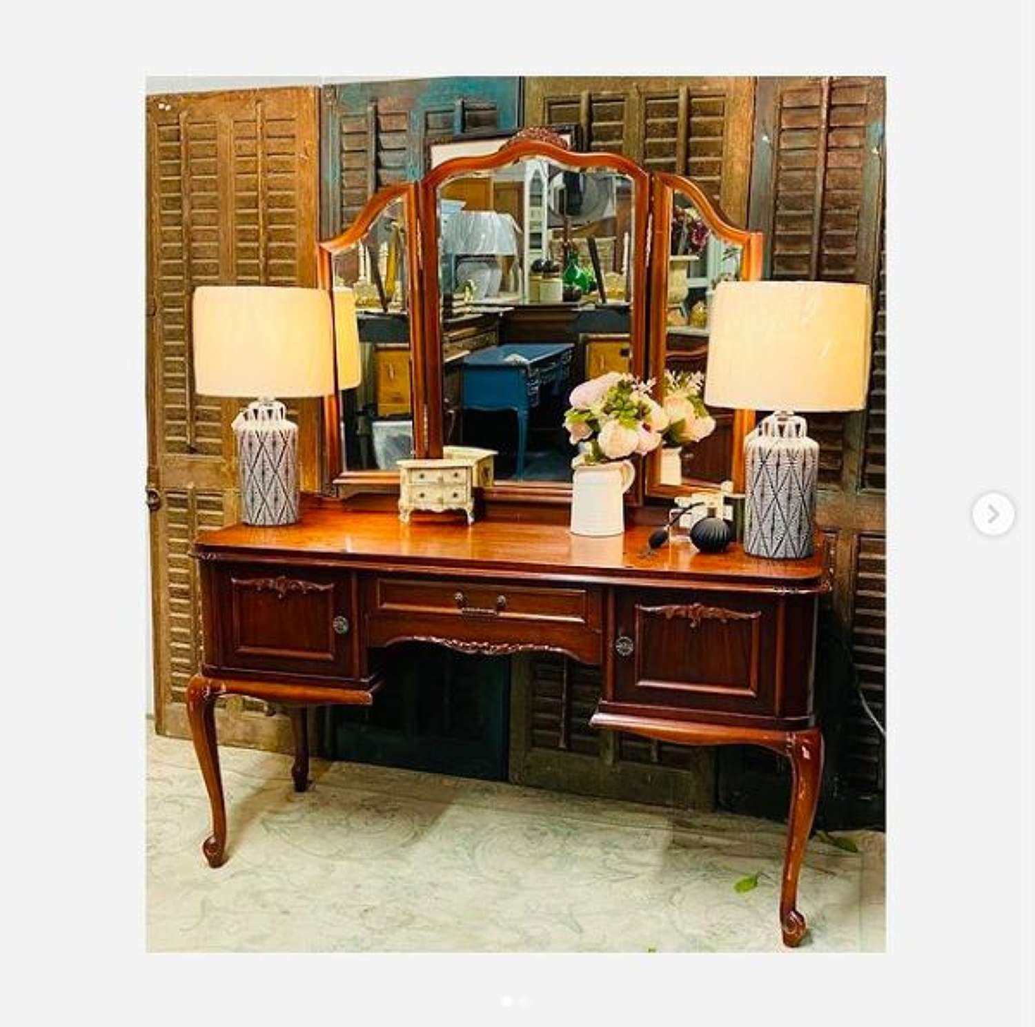 Gorgeous cherrywood dressing table with triple mirrors